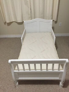 Kid's bed, mattress and mattress cover