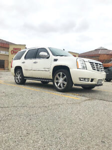 """2007 Cadillac Escalade White on Beige, Fully Loaded with 22"""" Rim"""