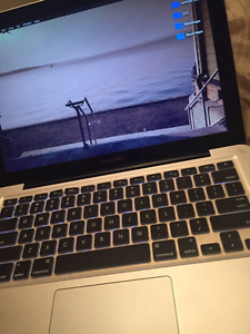 """Macbook pro in 9/10 condition 2.9GHz i7, 8GB RAM 750 GB HDD13.3"""""""