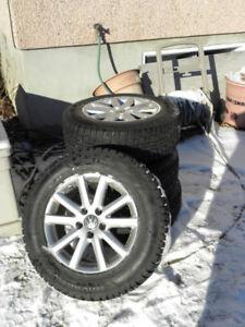 4 pneus Hiver 215 65R16 sur mags VW