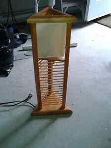 lampe de table avec rangement de CD ou DVD