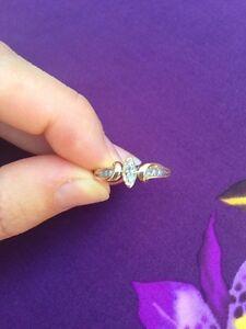 Estate 10k gold diamond ring