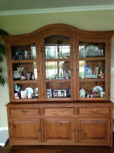 Rustic Diningroom Table & Chairs & Hutch