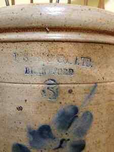 B S MANUFACTURING CO (BRANTFORD) VINTAGE OPEN CROCK BLUE FLOWER London Ontario image 4