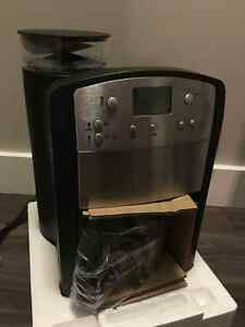 Programable coffee maker with built in grinder St. John's Newfoundland image 3