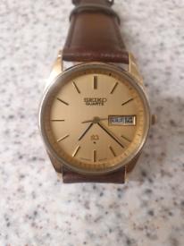 11)Men vintage seiko quartz watch.