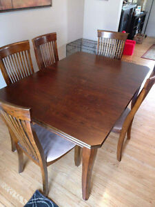Dining Table / 6 chairs London Ontario image 1