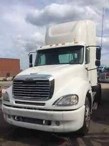 2004 Freightliner Columbia Mint Condition DayCab
