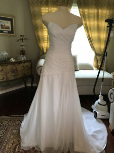 Brand New Wedding Dresses + Wedding Veil