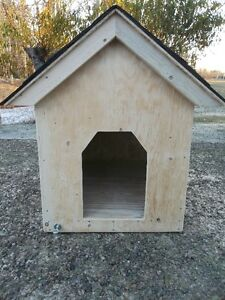 **HEATED** - SUPERIOR QUALITY - BRANDNEW DOGHOUSE