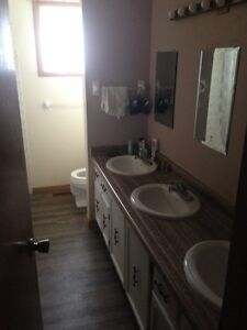 SUMMER SUBLET 3 ROOMS ALL INC UWO