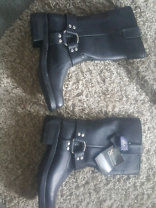 Leather biker style boots..new..size 8 mens