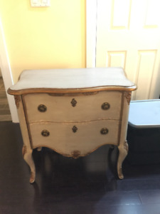 Hooker table with 2 drawers