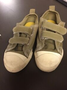 Joe toddler size 8 shoe
