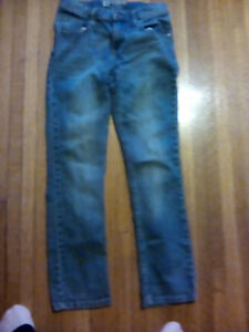 Ladies size 2 skinny Lee jeans, adjustible waistband.