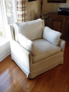 Italian oversized arm chair Kawartha Lakes Peterborough Area image 2