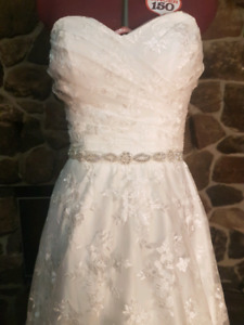 New unaltered size 10 wedding dress