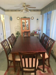 Beautiful Dining Room Table (7 piece)