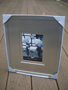 Umbra Photo Frame