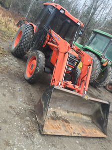 Kubota M4900 4WD Tractor and Loader