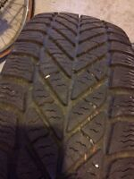 1 pneu hiver (pictograme) 195/65R15 Goodyear Ultra Grip ice.