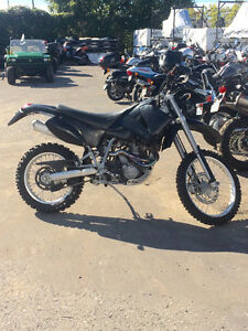 2003 KTM LC640 enduro. READY FOR ROAD OR FALL OFF ROAD RIDING!