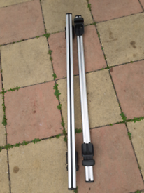 Roof bars for car with railings