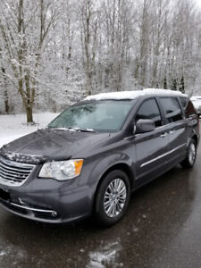 2016 Chrysler Town & Country Touring, MINT, Low Kms