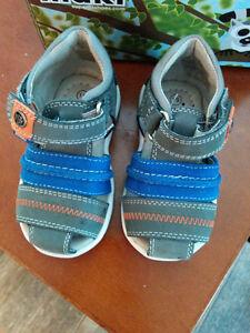 Sandales neuves Maki pour bébe grandeur 19
