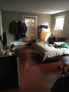 Very spacious room for rent in lovely convenient are of Hamilton