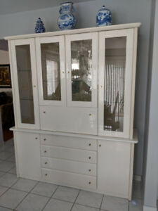 White Lacquer China Cabinet/Bar