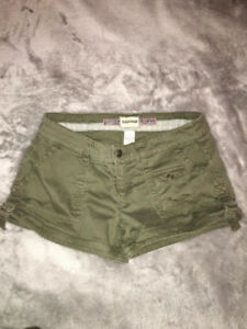 Army green Garage brand shorts size 7 in amazing condition