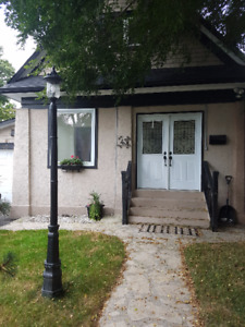Beautiful Detached Home For Rent in Sought After Neighbourhood
