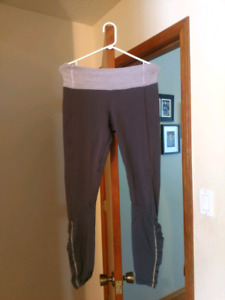 Lululemon size 8 leggings