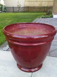 4 Cache pot neuf couleur rouge vin 15(D)x14(H)pouces