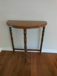 PRETTY SIDE TABLE