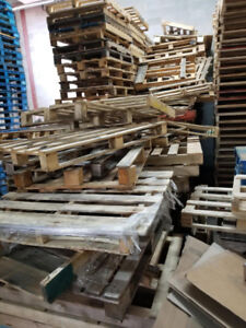 LOT OF PALLETS DAMAGED TO GIVE