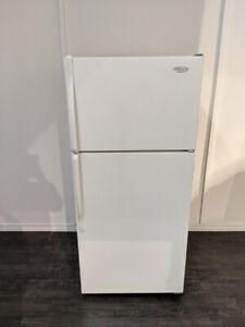 2016 réfrigérateur, propre et silencieux, je peux venir le porte