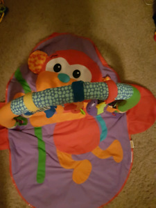 Tummy time pack!! Mats + toys!