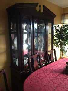 Reduced ! Table & china Cabinet
