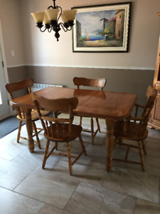 Solid wood kitchen table, 6 chairs and corner hutch