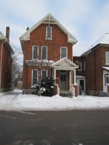 Queen's Large 4BR apartment- 4 min to JDUC