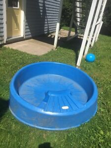 Kids mini pool with slide