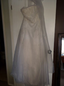 Strapless Wedding Dress - Size 8 c/w shawl
