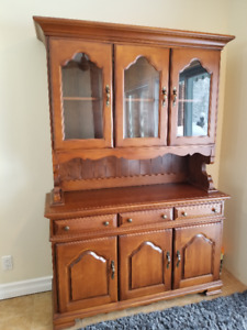 Maple Buffet & Hutch - Canadian Made - Absolute Beauty!!