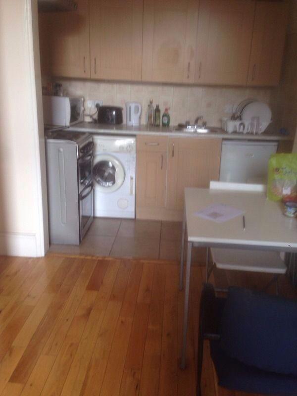 A lovely 2 Bedroom Modern Flat in Shepherds Bush Green Zone 2.
