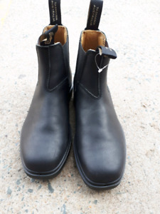 BRAND NEW Blundstones style 068