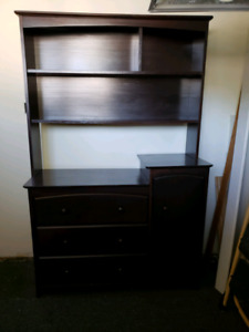 Baby dresser with Hutch (open to offers)