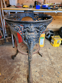 Cast iron table stand