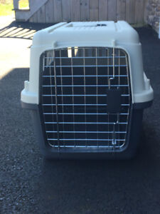 Small dog kennel/crate